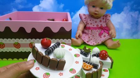 芭比公主切美味生日蛋糕玩具宴请朋友