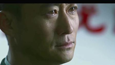 """吴京送战友回家, 一怒之下一脚""""踹飞""""拆迁队队长, 这一脚确实值50亿"""