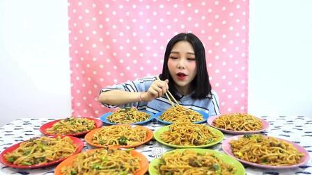 大胃王鱼子酱: 1个人10份炒牛河, 每口满满的幸福感!