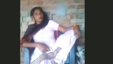 印度小伙买了台风扇拍视频炫富 还娶了个漂亮媳妇!