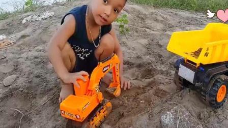 早教益智, 小孩用挖掘机给货车装沙子, 整整玩了一天