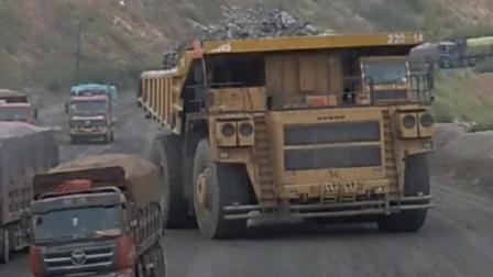 300吨矿山专用重卡巨无霸, 普通重卡在它的面前就像是一个玩具