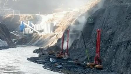 重型挖掘机挖掘山体, 大江截流修水电站一期工程开工