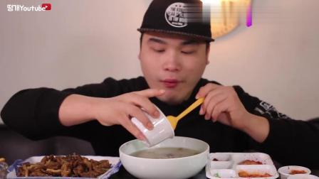 donkey青菜包小肠, 配什锦汤, 呼噜呼噜的喝汤, 声音都这么好听
