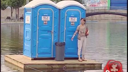 国外恶搞之会漂浮的卫生间, 路人为了上岸真是各显神通