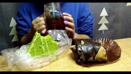 黑森林奶油蛋糕+蓝莓果酱巧克力卷+敲松软抹茶奶油蛋糕+红茶