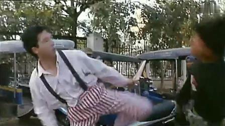 甄子丹主演电影《怒火威龙》: 偷东西打到甄子丹身上, 找死的节奏