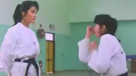 杨丽菁一人对战三人, 以前稚嫩的美女, 如今都是大咖!