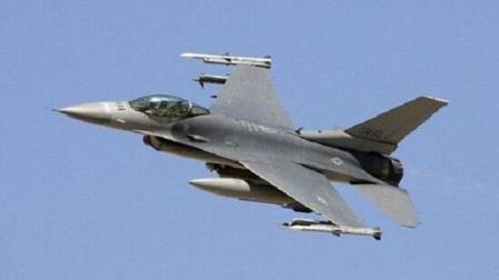 历史头一次! 这架F16风光大发了, 美国派4架F22为它护航