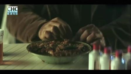 连这样垃圾的一碗海鲜杂烩饭都吃得下去, 他的人生到底经历了什么