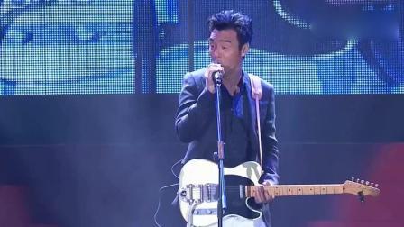 香港巨星钟镇涛现场版《让一切随风》, 有故事的人唱歌就是不一样