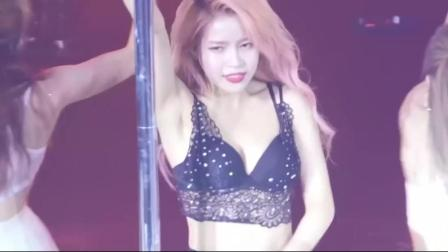 韩国女星演唱会上大跳性感钢管舞