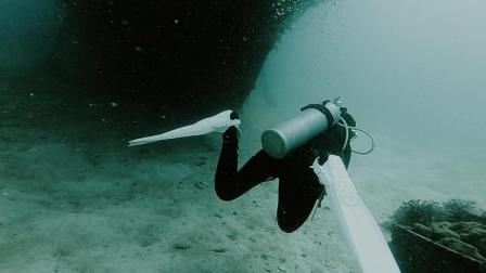 潜水新手探索卡帕莱水下30米沉船
