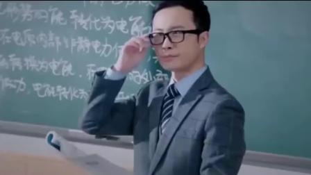 鲜肉老师: 这就是学生站着上课的原因, 老师真是替我们着想