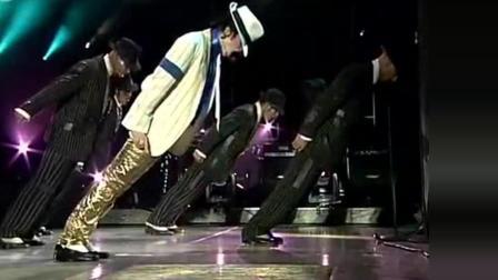 迈克尔杰克逊德国演唱会《犯罪高手》音乐响起全场沸腾!