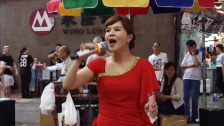 街头艺人小红现场演唱《藕断丝连》唱的真好听专业度不输原唱