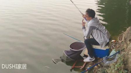 拉饵打频率还是守着钓, 钓友拉饵守钓半天没口、同伴上很快上鱼