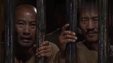 犯人推倒被大雨泡软的高墙, 要集体越狱, 冲出去才发现自己想多了
