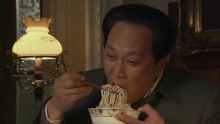 东方: 等待多日终于有了好消息, 伟人吃起面来显得更香, 看馋了!