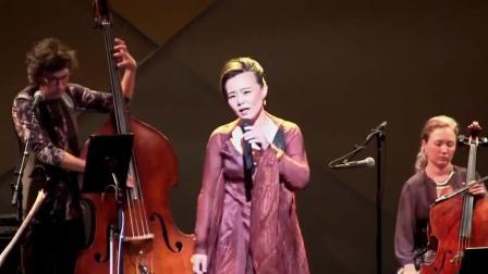 龚琳娜是一位世界级的艺术家, 在纽约演唱《九天》征服外国歌迷