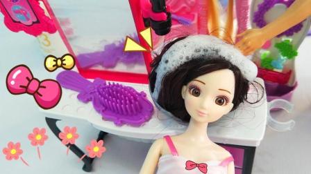 安莉丽去芭比理发店把卷发拉直 剪个公主切发型 太好看了
