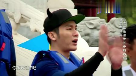 奔跑吧兄弟: 王祖蓝嘲笑吴奇隆滑下湖, 谁知他也跟着一起下了湖, 逗死了!