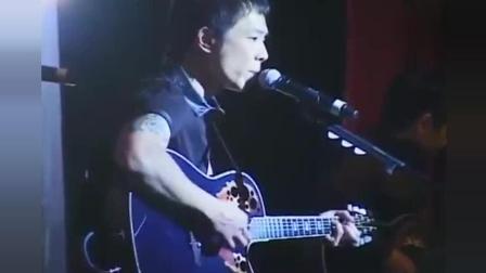 黄贯中在加拿大用木吉他弹唱《大地》, 这个版本好帅!