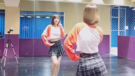 辛德瑞拉熊熊小姐姐的背影舞蹈, 这样俏皮的音乐太可爱了!