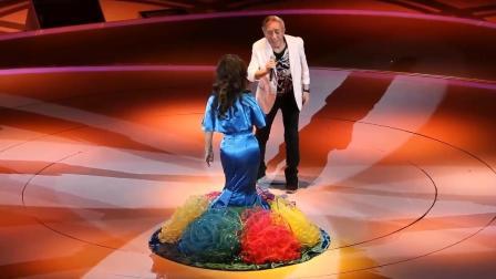 张帝徐小凤演唱会上同台飙歌, 没想到张帝唱到一半就唱不下去了