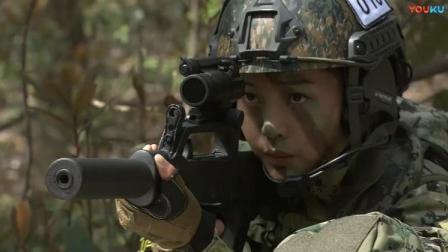女兵靠鼻子闻到狙击手的位置,三两下解决了狙击手,真是太厉害了