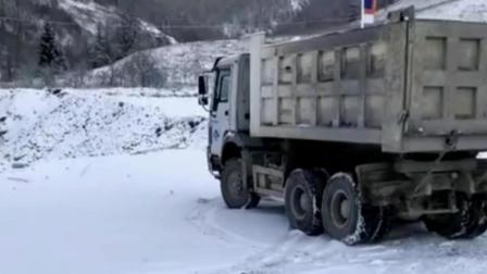 重型卡车玩漂移雪地360度原地调头漂移, 绝对老司机超高技术