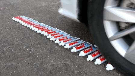 用汽车碾压25只牙膏会怎样? 压过的瞬间, 画面感太强烈了