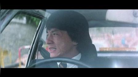 男子用手量好车位刚上车, 小伙就一个华丽的横向飘逸甩了进去