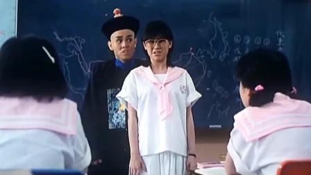 女老师检查女生短裙, 发现只有三位最短, 不料一看老师的裙子逗了