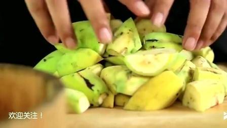 农村小伙今天要用香蕉来制作甜点, 做法超简单, 好想试试!