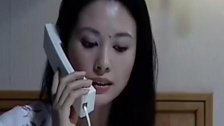 妻子给丈夫打电话 谁知心机女却在一旁这么做!