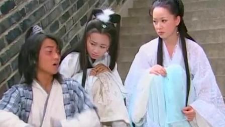 乌龙闯情关: 谁见了霍水仙都会被迷上, 果不其然, 当兵的看到她就直接晕倒了!