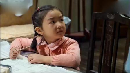 小女孩不想写作业把表调快, 结果被老师识破要罚打手心