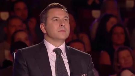 英国达人秀: 帅哥上台还未表演, 评委直接喊通过, 女评委甜蜜告白