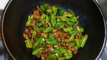 湖南的特色菜: 辣椒炒肉, 教你一招, 炒出来柴而不腻, 百吃不厌