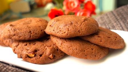 软软的巧克力曲奇, 口感介于蛋糕和饼干之间, 做法比普通曲奇简单多了