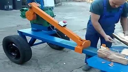 外国牛人自制劈柴器实用成本低在乡下最实用!