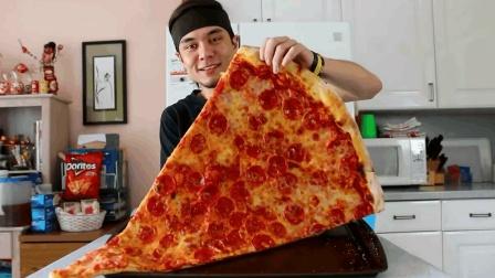 大胃王马特挑战速食大披萨, 大口塞噎得不轻, 他能用几分钟吃完呢?