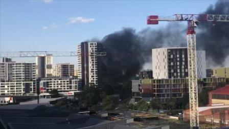 悉尼一华人聚居区公寓起火 现场浓烟滚滚