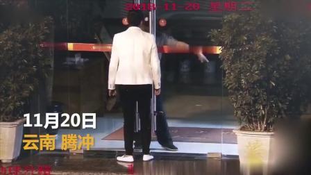 男子向父亲要钱被拒后, 竟然拿着刀跟父亲在银行里面对峙! 网友: 不孝子!