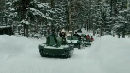 北国风光雪地上小坦克旅游编队, 小型履带式装甲坦克旅行游乐车