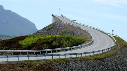 世界上最危险的公路, 开到一半突然断开, 老司机都不敢轻易行驶!