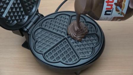 把巧克力酱倒进电饼铛里, 你猜它会变成什么样? 睁大眼睛看仔细!