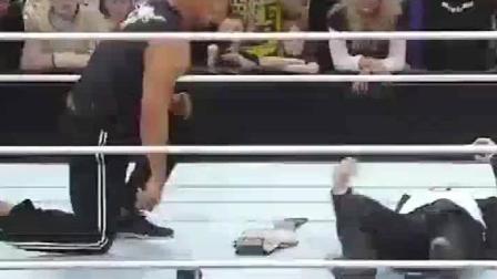 WWE巨石强森摔跤, 真的猛, 网友: 牛。