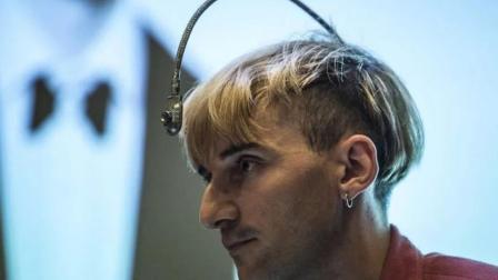 国内首列人体内植入芯片, 专家表示: 未来人体植入芯片是很正常的事